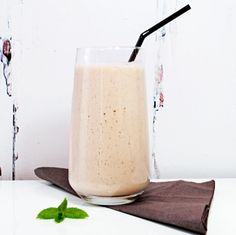 Sugar-Free Banana Smoothie with Sukrin Almond FlourThe smarter difference: Packed full of protein from our cold-pressed almond flour  Serve: 1 Time to prepare: 5 min Time to cook: - Preparation: Easy Free From: Gluten, Wheat, Yeast, Dairy and Soya  Suitable for Diets: Coeliacs Suitable for Lifestyles: Vegetarian, Vegan and Paleo. Allergens (Contains): None Beneficial Nutrition: High Protein Sukrin Products: Almond Flour and Sukrin Gold