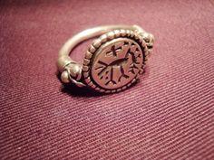 Fränkischer Siegelring mit christlichem Symbol - Original gefunden bei Boppard am Rhein, 7. Jh --- Frankish signet ring with Christian symbols, found in Boppard (Rhine)