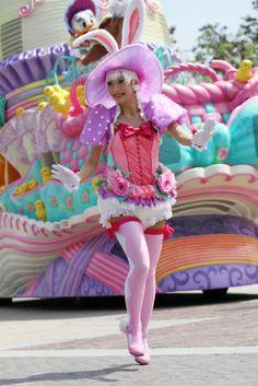 イースターワンダーランド2011 White Rabbit Costumes, Steampunk Circus, Theme Park Outfits, Candy Costumes, Tokyo Design, Disney Cast, Pastel Party, Female Dancers, Pastel Goth Fashion