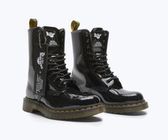 Back in Marc Jacobs first reached out to Dr. Martens to do a collab. Martens x Marc Jacobs Patent Leather Boot. Red Doc Martens, Doc Martens Style, Doc Martens Outfit, Doc Martens Boots, Dr Martens Store, Marc Jacobs Logo, Patent Leather Boots, Shoe Company, Designer Boots