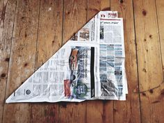 Folding plastic-free garbage bags from newspaper - Here's how .- Folding plastic-free garbage bags from newspaper – How it works White Wall Paint, Design Palette, Diy Papier, Farmhouse Style Decorating, Simple Colors, Unfinished Wood, Contemporary Decor, Diy Flowers, Frugal