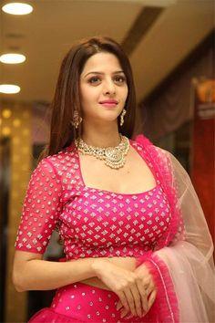 Vedhika New Stills at Kanchana 3 Movie Success Meet Beautiful Girl Indian, Most Beautiful Indian Actress, Beautiful Girl Image, Beautiful Babies, Beautiful Women, India Beauty, Asian Beauty, Beauty Full Girl, Beauty Women