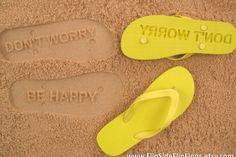 Flip Side Flip Flops. L'artista Scott Osiol realizza infradito personalizzati per lasciare le proprie impronte in spiaggia. Disponibili in diversi colori, in vendita su etsy.com.