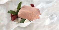 Resepti: Leivinpaperinyytissä höyrytettyä lohta Steak, Food, Essen, Steaks, Meals, Yemek, Eten