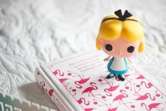 http://melinasouza.com/2015/07/08/tag-literaria-no-pais-das-maravilhas/  Alice No País das maravilhas - Alice In Wonderland <3  Funko Pop - Disney <3  Melina souza - Serendipity  <3