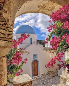 A magnificent chapel in Paros island, Cyclades, Greece Dream Vacations, Vacation Spots, Places To Travel, Places To See, Wonderful Places, Beautiful Places, Paros Greece, Athens Greece, Paros Island