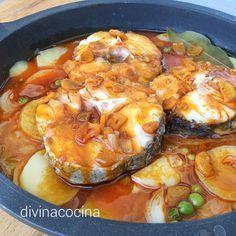Esta merluza a la gallega es un clásico de la mejor cocina de siempre. Con la misma receta puedes preparar otros pescados blancos a tu gusto.