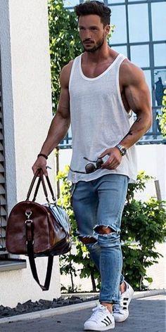 Stunning 41 Trending Shorts Summer Outfits for Men https://clothme.net/2018/02/22/41-trending-shorts-summer-outfits-men/