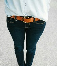 Skinny jeans with a belt and tucked in shirt. Sexy and confident look.