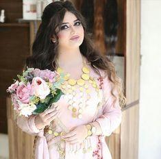 Pic Beautiful Arab Women, Beautiful Girl Image, Simply Beautiful, Wedding Hijab Styles, Beauté Blonde, Persian Girls, Muslim Beauty, Girls Image, India Beauty