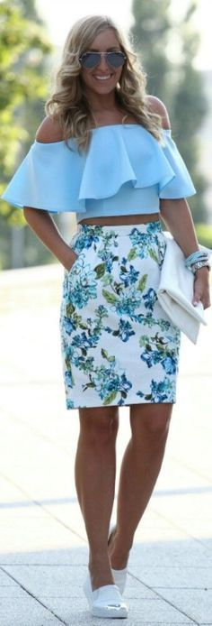 Blue top and floral skirt - LadyStyle Skirt Outfits, Casual Outfits, Cute Outfits, Fashion Outfits, Womens Fashion, Floral Outfits, Floral Skirts, Modern Outfits, Casual Clothes