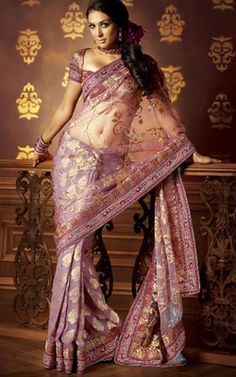 Sari, i have nowhere to wear it, but it's still beautiful! India Fashion, Ethnic Fashion, Asian Fashion, Indian Dresses, Indian Outfits, Indian Clothes, Pretty Dresses, Beautiful Dresses, Beautiful Clothes