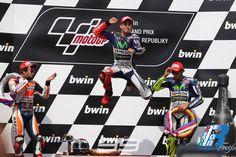 MotoGP Brno: Il Campionato riparte da qui con Lorenzo e Rossi a pari punti http://www.italiaonroad.it/2015/08/18/motogp-brno-il-campionato-riparte-da-qui-con-lorenzo-e-rossi-a-pari-punti/