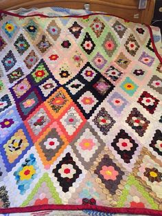 Quilt Vintage Doublesided Bedspread Handmade 63 x 77 Thousands of pieces.