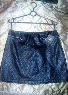 Kup mój przedmiot na #vintedpl http://www.vinted.pl/damska-odziez/spodnice/18151103-czarna-skorzana-spodnica-nowa
