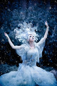 Model glamour photography in Athens Georgia, this ice queen photo session with professional model Astrid Von Winter is stunning! Fantasy Photography, Glamour Photography, Creative Photography, Turandot Opera, Ice Queen Makeup, Snow Fairy, Winter Fairy, Ice Queen Costume, Winter Goddess