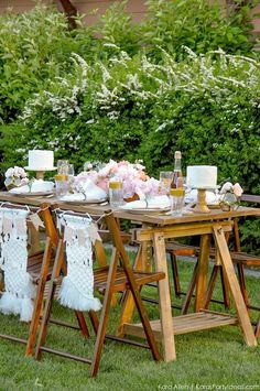 Garden Party Tablescape with FREE printables! By Kara Allen | Kara's Party Ideas | KarasPartyIdeas.com for Canon