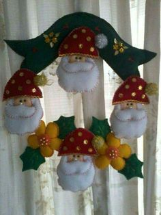 Felt Christmas Decorations, Christmas Stockings, Christmas Wreaths, Christmas Ornaments, Holiday Decor, Christmas Projects, Christmas Time, Xmas, Felt Wreath