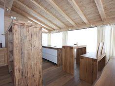 Altholzmöbel in einem wunderschönen Dachgeschoßausbau