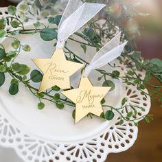 キーホルダーにもなる💫星型席札(モダンカリグラフィーデザイン) | VANILLA CHIC wedding&parties Wedding Place Names, Wedding Places, Space Wedding, Gold Stars, Night Skies, Wraps, Place Card Holders, Bridal, Creative