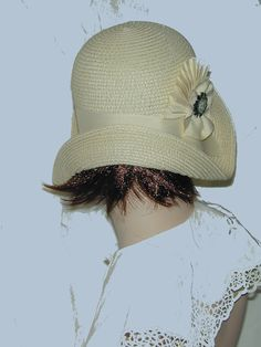 ebfb72af5fcaba Cream Straw flapper Gatsby summer cloche with ivory trim 1920s Style, Flapper  Style, Cloche