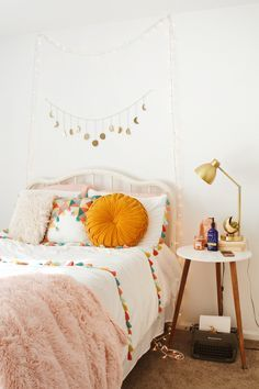 Romantic Bedroom Decor Ideas to Make Your Home More Stylish on a Budget - The Trending House Romantic Bedroom Decor, Cozy Bedroom, Home Decor Bedroom, Bedroom Ideas, 70s Bedroom, Master Bedroom, Shabby Bedroom, Budget Bedroom, Bedroom Green