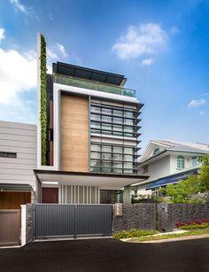 Analizaremos una hermosa y moderna casa así como su aspecto constructivo, en fachada cómo podemos armonizar la aplicación de diferentes materiales de construcción y a la vez cumplir funciones, la c…