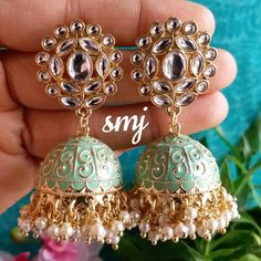 No photo description available. Indian Jewelry Earrings, Indian Jewelry Sets, Jewelry Design Earrings, Indian Wedding Jewelry, Gold Earrings Designs, Indian Jewellery Design, Ear Jewelry, Jhumki Earrings, Bridal Bangles