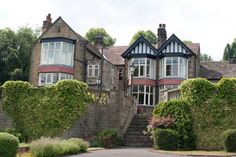 Sir William Hotel Hope Valley Situated in the heart of the Peak District, the Sir William Hotel is a 5-minute drive from Grindleford Rail Station. It offers individually decorated rooms surrounded by picturesque views.