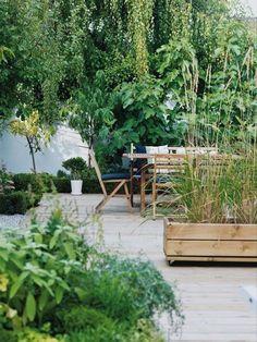 portable garden beds - for front? Top landscape design trends 2015 portable garden on wheels ; Back Gardens, Small Gardens, Outdoor Gardens, Bambu Garden, Dream Garden, Home And Garden, Garden Beds, Big Garden, Lush Garden