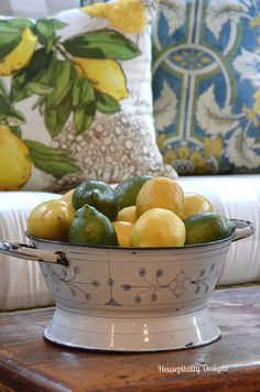 Sunroom Summer Citrus and Blues http://www.housepitalitydesigns.com/2015/06/09/sunroom-summer-citrus-and-blues/ via bHome https://bhome.us