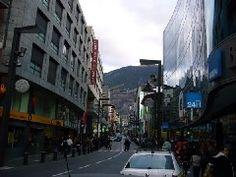 Calles de la ciudad de Andorra la Vieja, Andorra.