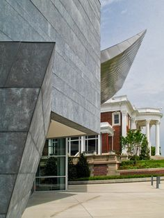 Architecture of Tennessee: Hunter Museum of American Art by Randall Stout Architects Contemporary Museum, Contemporary Design, Hunter Museum, Discovery Museum, Interior Staircase, Exposed Beams, Construction Worker, Steel Wall, Stairways