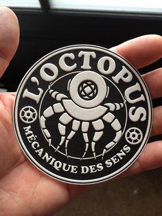 Menu en letterpress imprimé par Badcass (France) – Impression : 1 couleur en débossage recto seul sur papier 500 g – Finition : découpe à la forme