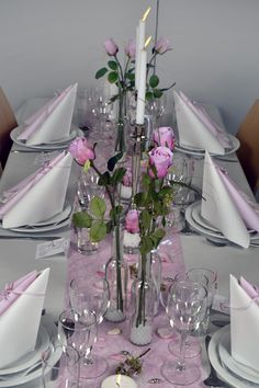 borddækning konfirmation pink - Google-søgning Wedding Table Settings, Wedding Cards, Wedding Day, Bridal Table Decorations, Wedding Centerpieces, Table Arrangements, Flower Arrangements, Mothers Day Event, Napkin Folding