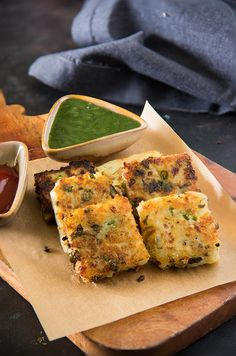 Potato and Semolina Snack squares is a delicious and healthy Indian teatime snack. Made with Indian semolina/sooji, lots of veggies with Potatoes and cheese these Semolina Potatoes and veggies cutlets are perfect teatime snack or breakfast. Vegetarian Snacks, Healthy Snacks, Vegetarian Breakfast Recipes Indian, Healthy Sweets, Indian Appetizers, Healthy Indian Snacks, Tea Time Snacks, Party Snacks, Indian Breakfast