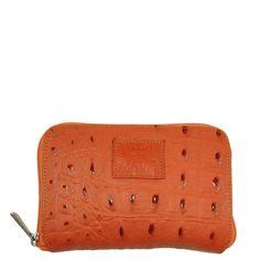 Carteira em couro com textura croco na cor laranja.