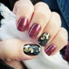 Merry & Bright wraps would look cute with the Lust (Red) Matte laquer