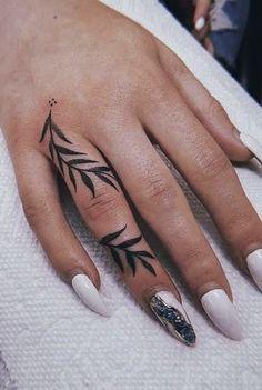 Cool Finger Tattoos, Simple Finger Tattoo, Finger Tattoo For Women, Finger Tattoo Designs, Hand Tattoos For Women, Womens Finger Tattoos, Mini Tattoos, Body Tattoos, Small Tattoos