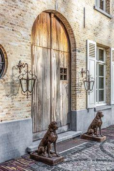 Landelijke manoir Exterior Design, Interior And Exterior, Belgian Style, Elements Of Design, Antique Christmas, English Style, Cozy Place, Classic House, Beautiful Buildings