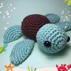 "Amigurumi d'amour 🧸 no Instagram: ""Oi, pexual! 🐢✨ . Vocês sabiam que ontem foi o #DiaMundialdasTartarugas #WorldTurtleDay? 💖 . Meu encanto pelas tartarugas começou quando eu…"" Crochet Earrings, Jewelry, Instagram, Tortoises, Charms, Amigurumi, Love, Jewlery, Jewerly"