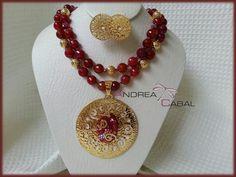 Diseño Exclusivo Andrea Cabal Accesorios. Agatas facetadas con dije en Bronce con Baño Oro 24 k.  MC-017