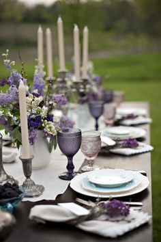 Blackberry and green wedding inspiration shoot with blackberry martinis and a purple bridal bouquet and outdoor reception. Lila Party, Purple Wedding Centerpieces, Purple Table Decorations, Lavender Wedding Decorations, Lavender Weddings, Centrepieces, Green Bridal Showers, Bridal Party Tables, Wedding Parties