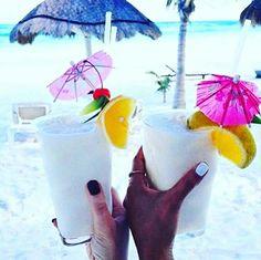 Hoje é  sexta feira!! Desejo do  dia : tomar  um  belo  drink na beira da  piscina 🍹🌺🌞🌊 www.minhanovabiju.com.br  #minhanovabiju #acessoriosfemininos #acessorios #bijuterias #bijuteriasfinas  #lojaonline #moda #tendencia #trend #verao2017 #salvadorbahia  #enviamosparatodobrasil