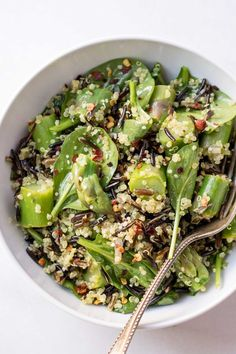 Asparagus, Wild Rice + Quinoa Salad with Lemon-Turmeric Vinaigrette. Asparagus, Wild Rice + Quinoa Salad with Lemon-Turmeric Vinaigrette Recipes A simple green salad that's filled with flavor an. Asparagus Salad, Asparagus Recipe, Vegetarian Recipes, Cooking Recipes, Healthy Recipes, Quinoa Salat, Wild Rice, Perfect Food, Gourmet