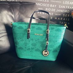 I love this Michael Kors bag! , , michael kors handbags on sale Cheap Michael Kors, Michael Kors Outlet, Handbags Michael Kors, Michael Kors Bag, Mk Handbags, Designer Handbags, Venice Beach, Coach Purses, Purses And Bags