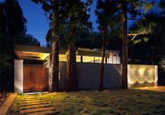 This Mid Century Renovation in verdant canyon close to the ocean in Los Angeles is perfect, almost perfect. I love that the house is essentially Mid Century House, Mid Century Style, Mid Century Design, Rustic Canyon, Mid Century Exterior, Modern Landscaping, Modern Exterior, Facade, Mid-century Modern