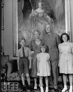 Richard, Elizabeth, and Anne Abel Smith, the 3 children of Lady May Abel Smith, nee Princess May of Teck, with their maternal grandparents the Earl and Countess of Athlone.