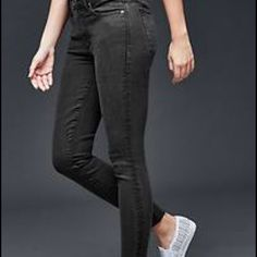 Gap always skinny greyish black jeans Skinny jeans that are just a tad too big for me. Greyish black color. GAP Jeans Skinny