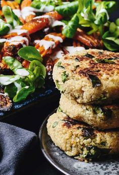 bønnebøffer Low Carb Recipes, Vegan Recipes, Vegan Food, Salmon Burgers, Veggies, Diet, Healthy, Ethnic Recipes, Desserts